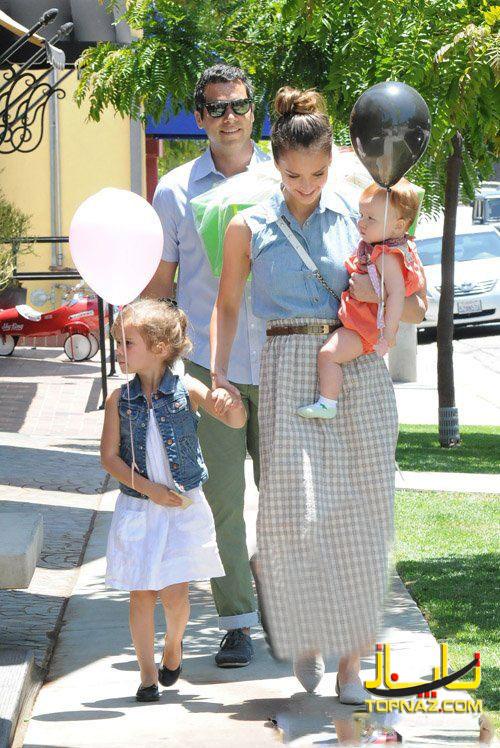 جسیکا آلبا بهمراه همسرش و دو دخترش