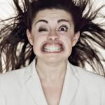 چهره خنده دار افراد در معرض باد شدید