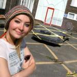 دختری که یک ماشین را نامرئی کرد!+عکس