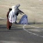 زنی که بی رحمانه به دست طالبان کشته می شود+عکس