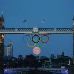 تصاویری زیبا از برخورد ماه با لوگوی المپیک