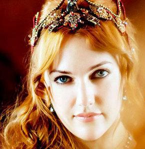 عکس و بیوگرافی مریم اوزرلی بازیگر نقش خرم سلطان در سریال حریم سلطان