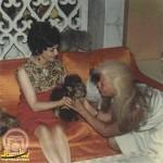 عکسی از خواهر محمدرضا پهلوی و پرستار میمونهایش