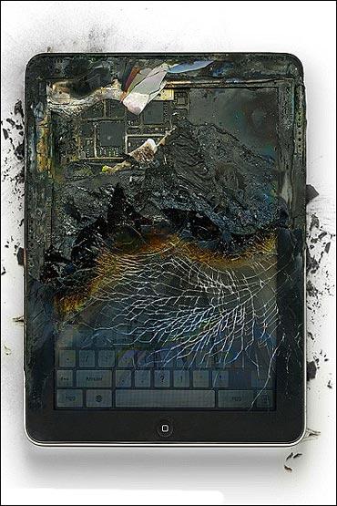 خرد کردن اپل به نام خلق هنر! +عکس
