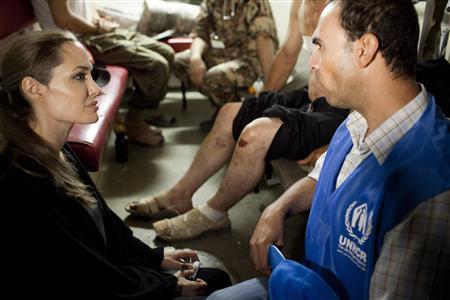 آنجلینا جولی در میان پناهجویان