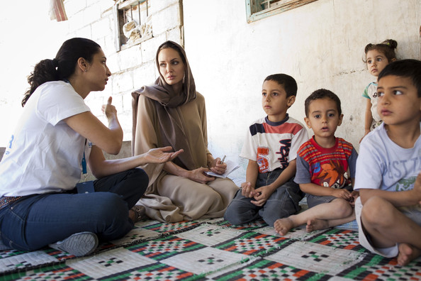 سایت تلگرام ثبت احوال آنجلینا جولی در میان پناهجویان اردن