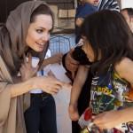 آنجلینا جولی در میان پناهجویان سوریه در اردن+تصاویر