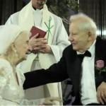 داماد 87 ساله با عروس 100 ساله عروسی کرد+عکس