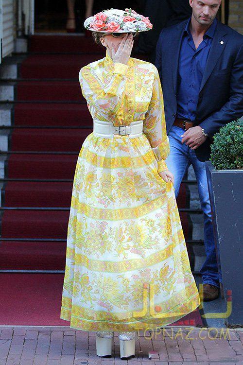 لیدی گاگا در حال ترک هتل اقامتش در Amsterdam