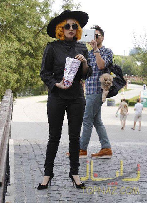 عکسهای جدید لیدی گاگا و سگش در Herastrau Park در Bucharest, Romania