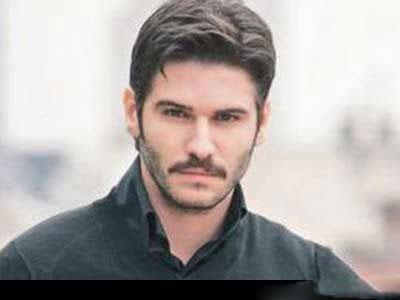 بازیگر مرد سریال عمر گل لاله