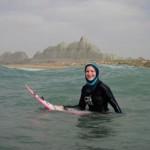 موج سواری دختر ایرلندی در سواحل چابهار+عکس