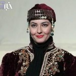 آناهیتا همتی با لباس محلی در تئاتر +عکس
