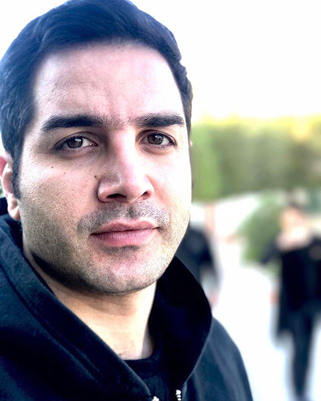 محسن یگانه
