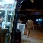 قدم زدن زن برهنه در خیابان های اصفهان +تصاویر