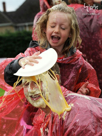 جشنواره پرتاب کیک , جشنواره پرتاب پای کاستارد