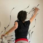 نقاشی های زیبا با زغال و انگشتان این دختر +تصاویر