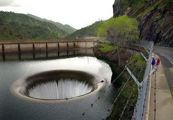 بزرگترین سوراخ زهکشی و تخلیه آب جهان