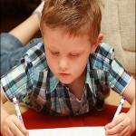 کودکی با دستان آینه ای +عکس