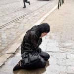 آزار و اذیت دختران در یک مراسم عجیب +عکس