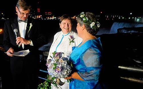 ازدواج مسخره,ازدواج همجنس بازها