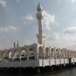 مسجد بسیار زیبای معلق روی آب