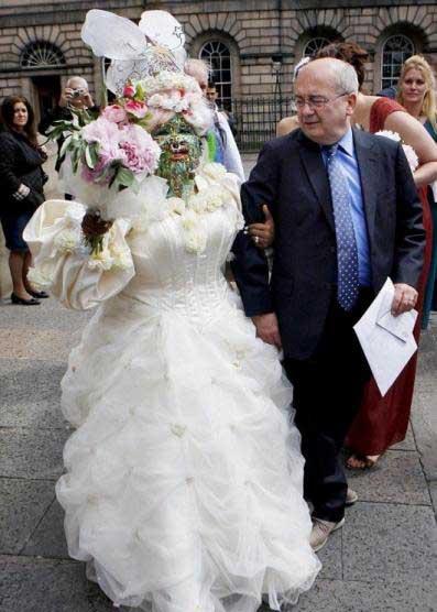 عروس وحشتناک,عروس عجیب