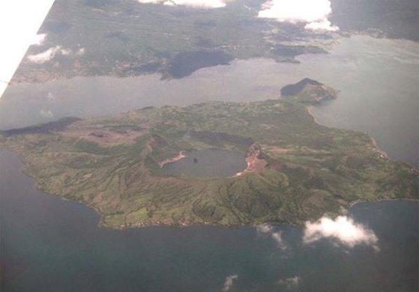 عجیبترین دریاچه جهان