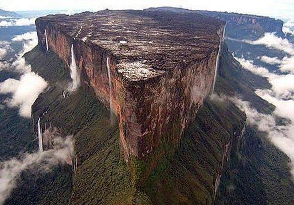 کوه رورایما عجیبترین کوه جهان