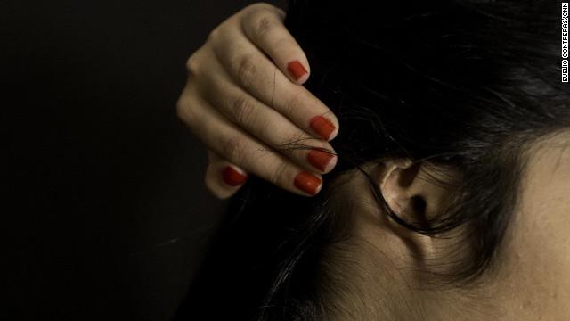 این دختر افغان به اتهام فرار از خانه شوهر در دادگاه طالبان محاکمه شده و گوش و دماغش بریده شد.