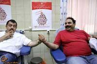 بگور و غول برره در حال اهدای خون