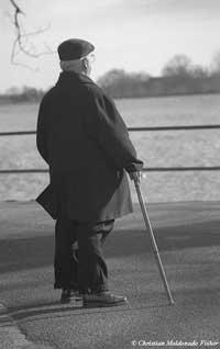 10 عادت بد که باعث پیری شما میشود