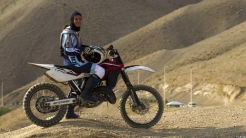 زن موتورسوار