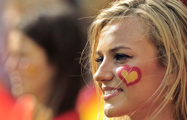تصاویر زیبا از احساسات تماشاگران زن یورو 2012 (16)