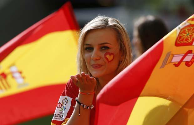 تصاویر زیبا از احساسات تماشاگران زن یورو 2012 (15)