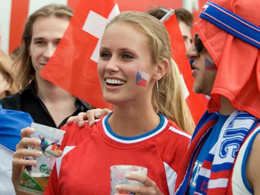 تصاویر زیبا از احساسات تماشاگران زن یورو 2012 (4)