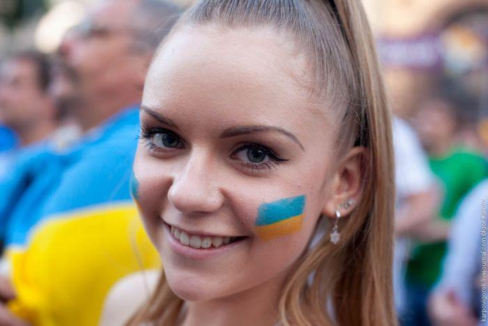 تصاویر زیبا از احساسات تماشاگران زن یورو 2012 (25)