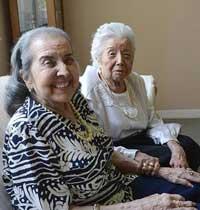 مادری 104 ساله که دختر 84 ساله اش را نگهداری می کند+عکس