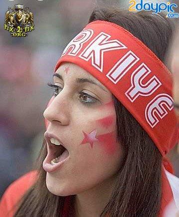 تصاویر زیبا از احساسات تماشاگران زن یورو 2012 (6)
