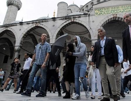 مدونا با حجاب اسلامی