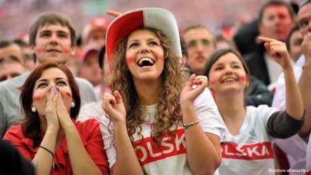 تصاویر زیبا از احساسات تماشاگران زن یورو 2012 (24)