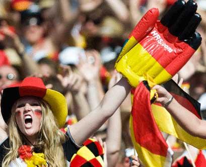 تصاویر زیبا از احساسات تماشاگران زن یورو 2012 (23)