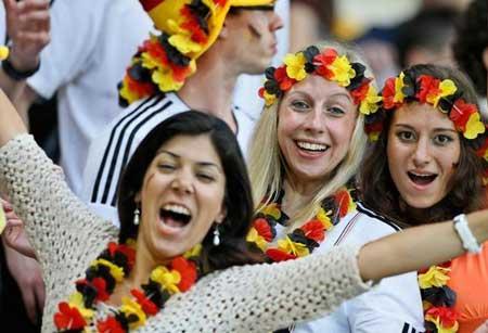 تصاویر زیبا از احساسات تماشاگران زن یورو 2012 (22)