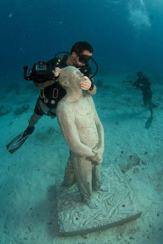 موزه موزه زیر آبآب