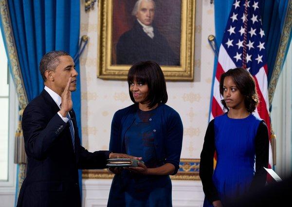 باراک اوباما امروز به طور رسمی در اتاق آبی کاخ سفید سوگند یاد کرد.