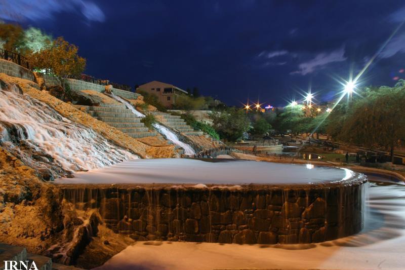نمايي از پارک آبشار در جزيره کيش