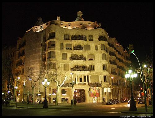 قصر میلا در بارسلونا