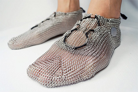 http://dl.topnaz.com/2013/01/chainshoes05.jpg