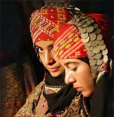 لباسهای اصیل زنهای ایرانی, زنان ایرانی