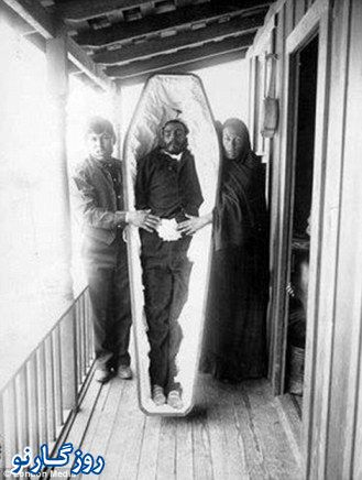 عکس یادگاری با مردگان